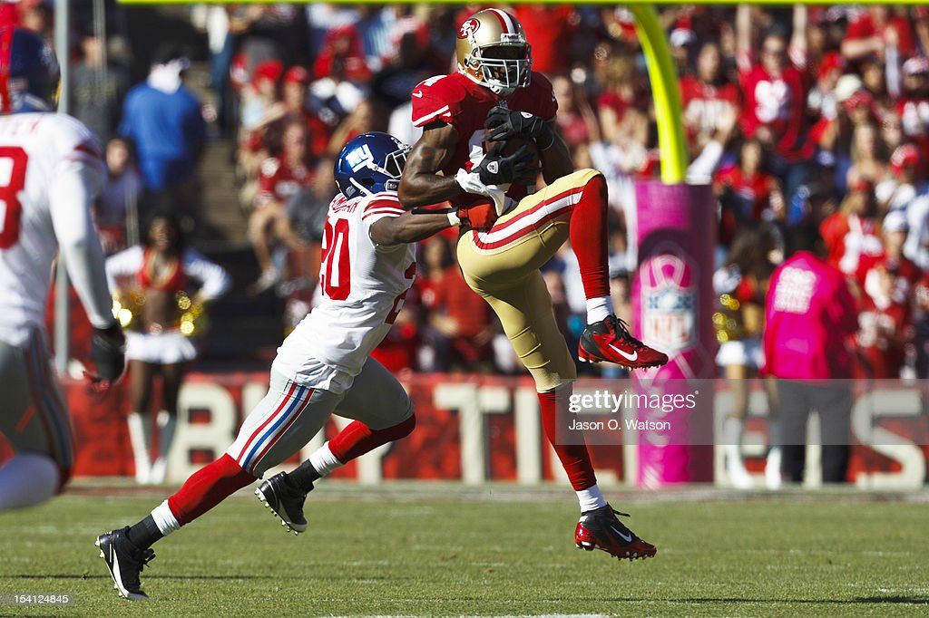 Wide receiver <a gi-track='captionPersonalityLinkClicked' href=/galleries/search?phrase=Randy+Moss&family=editorial&specificpeople=201999 ng-click='$event.stopPropagation()'>Randy Moss</a> #84 of the San Francisco 49ers catches a pass in front of cornerback <a gi-track='captionPersonalityLinkClicked' href=/galleries/search?phrase=Prince+Amukamara&family=editorial&specificpeople=6357867 ng-click='$event.stopPropagation()'>Prince Amukamara</a> #20 of the New York Giants during the third quarter at Candlestick Park on October 14, 2012 in San Francisco, California. The New York Giants defeated the San Francisco 49ers 26-3. Photo by Jason O. Watson/Getty Images)