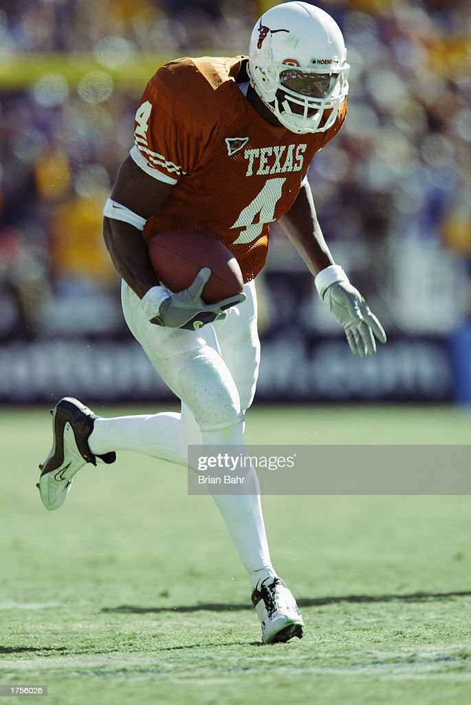 Wide receiver Roy Williams of the University of Texas Longhorns runs with the ball against the Louisiana State University Tigers during the 67th SBC...