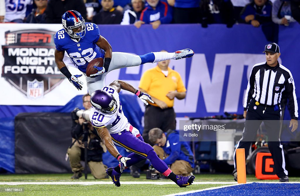 Wide receiver <a gi-track='captionPersonalityLinkClicked' href=/galleries/search?phrase=Rueben+Randle&family=editorial&specificpeople=6686464 ng-click='$event.stopPropagation()'>Rueben Randle</a> #82 of the New York Giants catches a touchdown in the second quarter as cornerback Chris Cook #20 of the Minnesota Vikings defends during a game at MetLife Stadium on October 21, 2013 in East Rutherford, New Jersey.