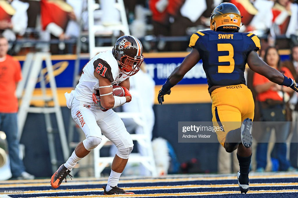 Wide receiver Scott Miller #21 of the Bowling Green Falcons catches a pass for a touchdown against the Toledo Rockets at Glass Bowl on October 15, 2016 in Toledo, Ohio.