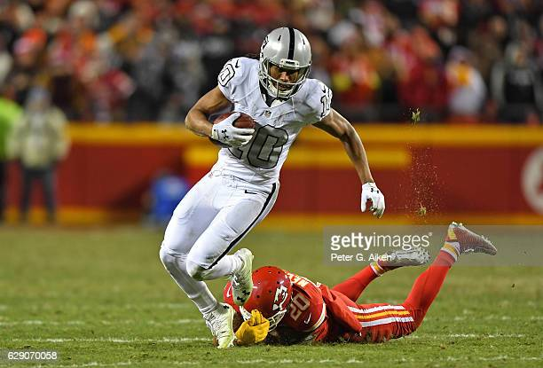 Wide receiver Seth Roberts of the Oakland Raiders brakes away from defensive back Steven Nelson of the Kansas City Chiefs during the second half on...