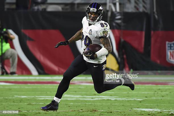 Wide receiver Steve Smith Sr #89 of the Baltimore Ravens runs with the football in the third quarter of the NFL game against the Arizona Cardinals at...