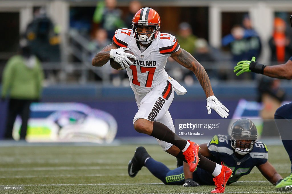Wide receiver <a gi-track='captionPersonalityLinkClicked' href=/galleries/search?phrase=Terrelle+Pryor&family=editorial&specificpeople=4420918 ng-click='$event.stopPropagation()'>Terrelle Pryor</a> #17 of the Cleveland Browns rushes against the Seattle Seahawks at CenturyLink Field on December 20, 2015 in Seattle, Washington. The Seahawks defeated the Browns 30-13.