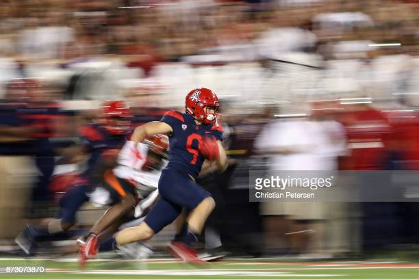 Wide receiver Tony Ellison of the Arizona Wildcats runs with the football en route to scoring on a 27 yard touchdown reception against the Oregon...