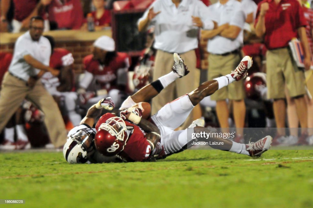 Wide receiver <a gi-track='captionPersonalityLinkClicked' href=/galleries/search?phrase=Trey+Metoyer&family=editorial&specificpeople=9697222 ng-click='$event.stopPropagation()'>Trey Metoyer</a> #17 of the Oklahoma Sooners makes the catch against the Louisiana-Monroe Warhawks on August 31, 2013 at the Gaylord Family Oklahoma Memorial Stadium in Norman, Oklahoma.