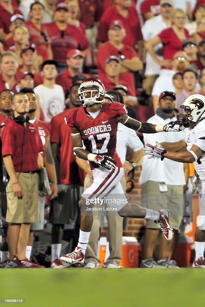 Wide receiver <a gi-track='captionPersonalityLinkClicked' href=/galleries/search?phrase=Trey+Metoyer&family=editorial&specificpeople=9697222 ng-click='$event.stopPropagation()'>Trey Metoyer</a> #17 of the Oklahoma Sooners runs for the ball against the Louisiana-Monroe Warhawks on August 31, 2013 at the Gaylord Family Oklahoma Memorial Stadium in Norman, Oklahoma.