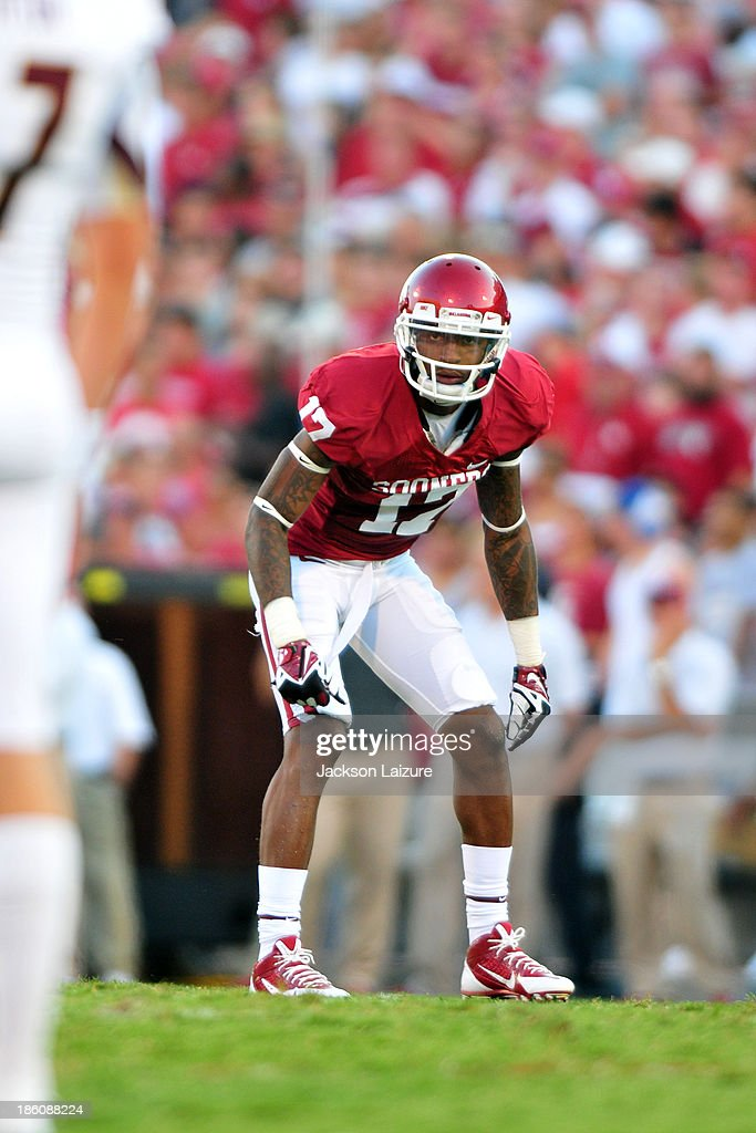 Wide receiver <a gi-track='captionPersonalityLinkClicked' href=/galleries/search?phrase=Trey+Metoyer&family=editorial&specificpeople=9697222 ng-click='$event.stopPropagation()'>Trey Metoyer</a> #17 of the Oklahoma Sooners waits for the play against the Louisiana-Monroe Warhawks on August 31, 2013 at the Gaylord Family Oklahoma Memorial Stadium in Norman, Oklahoma.