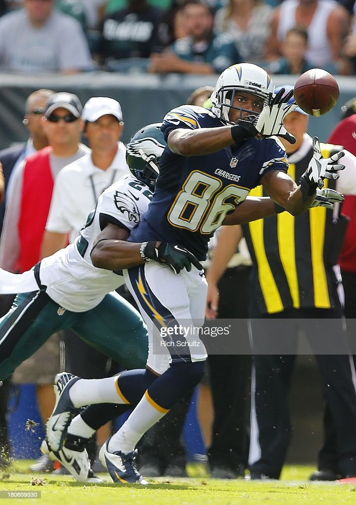 Wide receiver Vincent Brown #86 of the San Diego Chargers makes a catch while being defended by cornerback <a gi-track='captionPersonalityLinkClicked' href=/galleries/search?phrase=Brandon+Boykin&family=editorial&specificpeople=5610340 ng-click='$event.stopPropagation()'>Brandon Boykin</a> #22 of the Philadelphia Eagles during the second half in a game at Lincoln Financial Field on September 15, 2013 in Philadelphia, Pennsylvania. The Chargers defeated the Eagles 33-3.