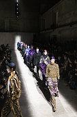 Dries Van Noten : Runway - Paris Fashion Week...