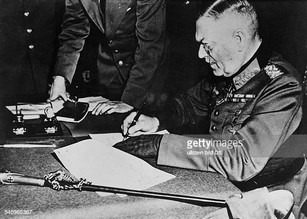 Wiederholung der Unterzeichnung derbedingungslosen Gesamtkapitulation durchVertreter des Oberkommandos der Wehrmacht im einstigen Kasino...