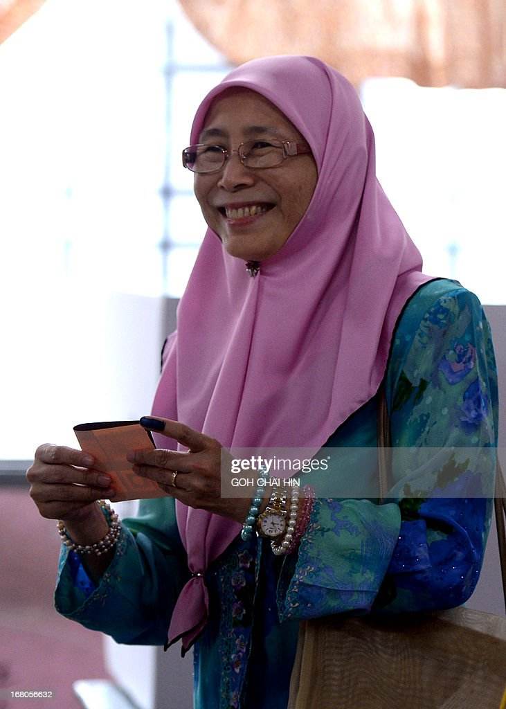 Wife of opposition leader Anwar Ibrahim, Wan Azizah prepares to cast her vote at a polling station in Permatang Pauh, Penang on May 5, 2013. Malaysians voted in their first election in history with a change of government at stake, as a decades-old regime battles to hold off a rising opposition pledging sweeping reform.