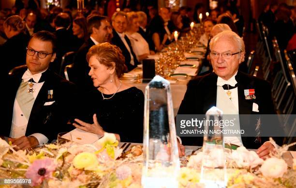 Wife of US physicist and Nobel Prize in Physics 2017 laureate Barry C Barish Samoan Barish spaks to Sweden's Crown Prince Daniel L0 next to King Carl...