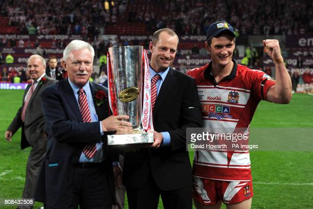Wigan Warriors' Owner Ian Lenagan lifts the trophy with Head Coach Michael Maguire and captain Sean O'Loughlin