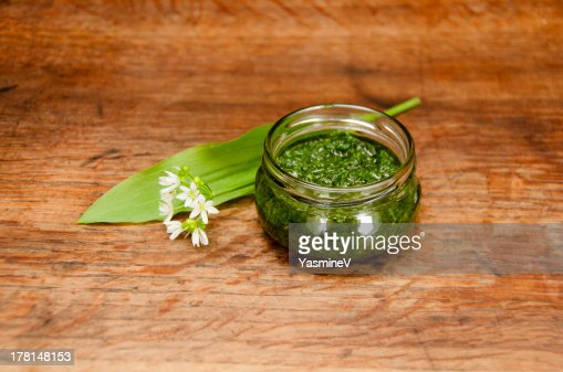 Wild garlic pesto : Stock Photo
