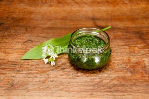 Wild garlic pesto : Stock Photo