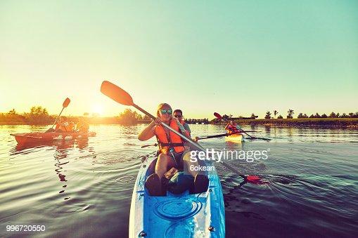 Wilde Natur und Wasser-Spaß in den Sommerferien. Camping und Angeln. : Stock-Foto