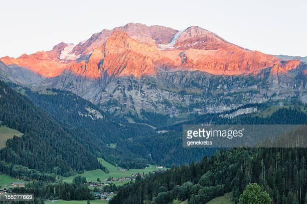 Wildstrubel Mountain mit Abend Alpen Glow