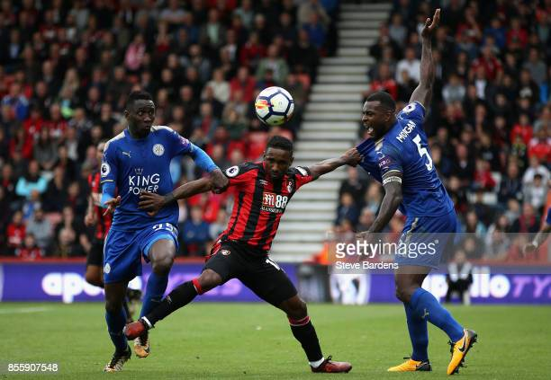 Wilfred Ndidi of Leicester City and Wes Morgan of Leicester City battle for possession with Jermain Defoe of AFC Bournemouth during the Premier...