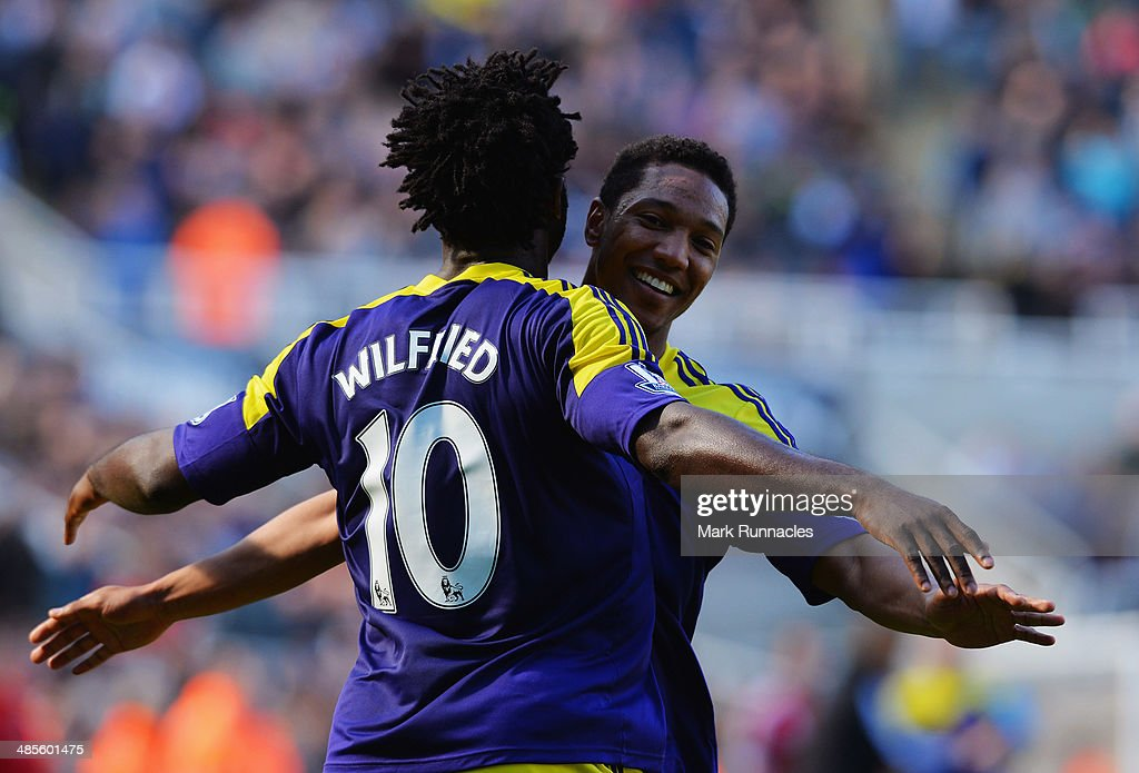 <a gi-track='captionPersonalityLinkClicked' href=/galleries/search?phrase=Wilfried+Bony&family=editorial&specificpeople=4231248 ng-click='$event.stopPropagation()'>Wilfried Bony</a> of Swansea City (10) celebrates with <a gi-track='captionPersonalityLinkClicked' href=/galleries/search?phrase=Jonathan+de+Guzman&family=editorial&specificpeople=674543 ng-click='$event.stopPropagation()'>Jonathan de Guzman</a> of Swansea City as he scores their first goal during the Barclays Premier League match between Newcastle United and Swansea City at St James' Park on April 19, 2014 in Newcastle upon Tyne, England.