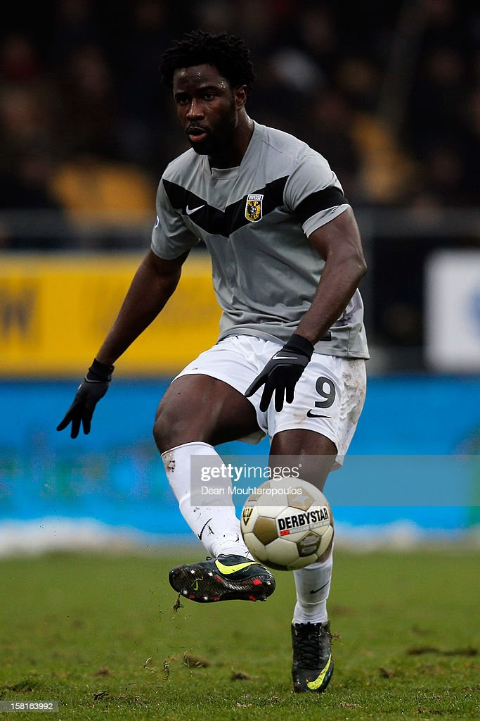 <a gi-track='captionPersonalityLinkClicked' href=/galleries/search?phrase=Wilfried+Bony&family=editorial&specificpeople=4231248 ng-click='$event.stopPropagation()'>Wilfried Bony</a> of Vitesse in action during the Eredivisie match between VVV Venlo and Vitesse Arnhem at the Seacon Stadion De Koel on December 9, 2012 in Venlo, Netherlands.