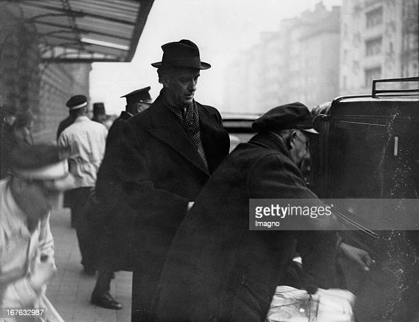 Wilhelm Furtwaengler at his arrival at the Viennese FranzJosef railway station The conductor came to see the rehearsals of 'Meistersinger von...