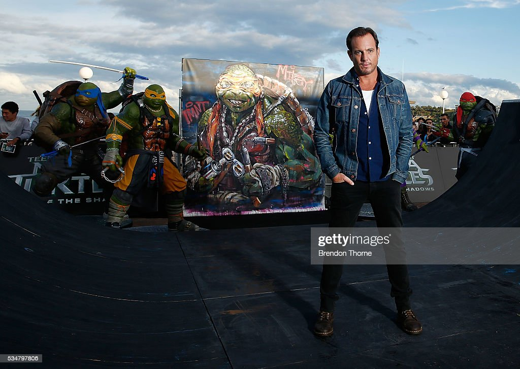 <a gi-track='captionPersonalityLinkClicked' href=/galleries/search?phrase=Will+Arnett&family=editorial&specificpeople=209259 ng-click='$event.stopPropagation()'>Will Arnett</a> poses at Bondi beach during a photo call ahead of the Australian premiere of Teenage Mutant Ninja Turtles 2 on May 28, 2016 in Sydney, Australia.