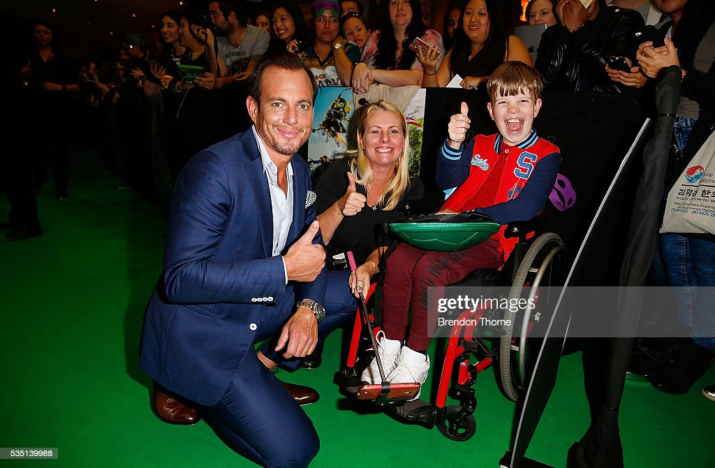 <a gi-track='captionPersonalityLinkClicked' href=/galleries/search?phrase=Will+Arnett&family=editorial&specificpeople=209259 ng-click='$event.stopPropagation()'>Will Arnett</a> poses with fans ahead of the Australian premiere of Teenage Mutant Ninja Turtles 2 at Event Cinemas George Street on May 29, 2016 in Sydney, Australia.