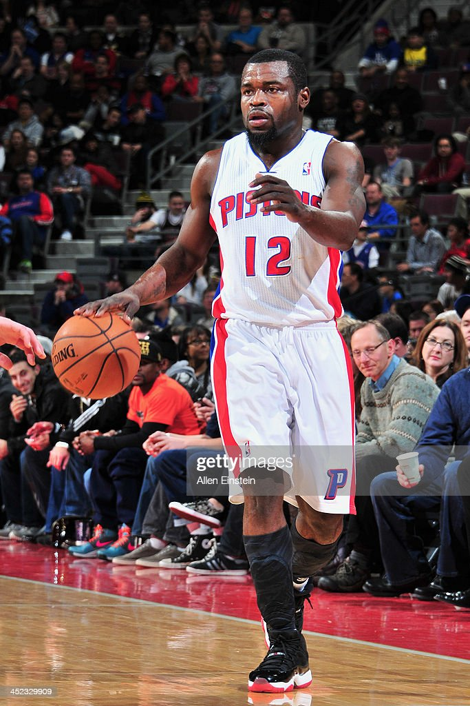 <a gi-track='captionPersonalityLinkClicked' href=/galleries/search?phrase=Will+Bynum&family=editorial&specificpeople=212891 ng-click='$event.stopPropagation()'>Will Bynum</a> #12 of the Detroit Pistons dribbles the ball against the Chicago Bulls on November 27, 2013 at The Palace of Auburn Hills in Auburn Hills, Michigan.