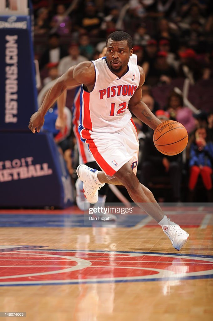 <a gi-track='captionPersonalityLinkClicked' href=/galleries/search?phrase=Will+Bynum&family=editorial&specificpeople=212891 ng-click='$event.stopPropagation()'>Will Bynum</a> #12 of the Detroit Pistons dribbles the ball against the Charlotte Bobcats during the game on March 31, 2012 at The Palace of Auburn Hills in Auburn Hills, Michigan.