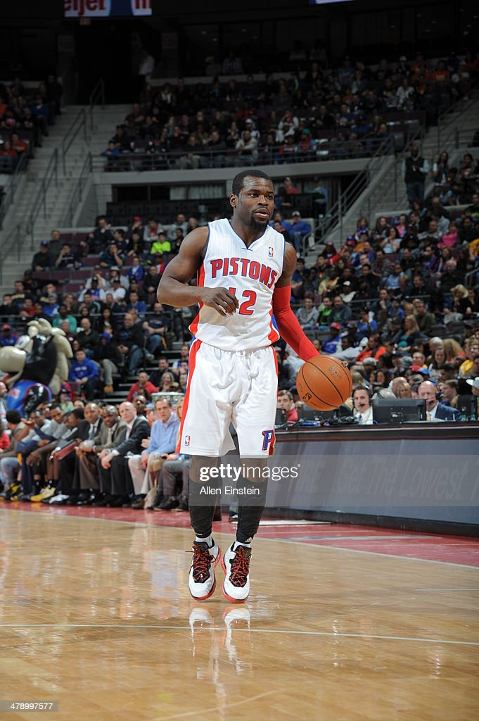 <a gi-track='captionPersonalityLinkClicked' href=/galleries/search?phrase=Will+Bynum&family=editorial&specificpeople=212891 ng-click='$event.stopPropagation()'>Will Bynum</a> #12 of the Detroit Pistons dribbles up the court against the Indiana Pacers during the game on March 15, 2014 at The Palace of Auburn Hills in Auburn Hills, Michigan.