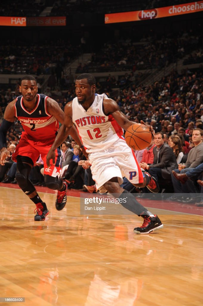 <a gi-track='captionPersonalityLinkClicked' href=/galleries/search?phrase=Will+Bynum&family=editorial&specificpeople=212891 ng-click='$event.stopPropagation()'>Will Bynum</a> #12 of the Detroit Pistons dribbles up the floor against the Washington Wizards during the game on October 30, 2013 at The Palace of Auburn Hills in Auburn Hills, Michigan.