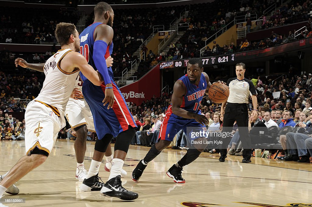<a gi-track='captionPersonalityLinkClicked' href=/galleries/search?phrase=Will+Bynum&family=editorial&specificpeople=212891 ng-click='$event.stopPropagation()'>Will Bynum</a> #12 of the Detroit Pistons drives to the basket against <a gi-track='captionPersonalityLinkClicked' href=/galleries/search?phrase=Matthew+Dellavedova&family=editorial&specificpeople=5948739 ng-click='$event.stopPropagation()'>Matthew Dellavedova</a> #9 of the Cleveland Cavaliers at The Quicken Loans Arena on October 17, 2013 in Cleveland, Ohio.