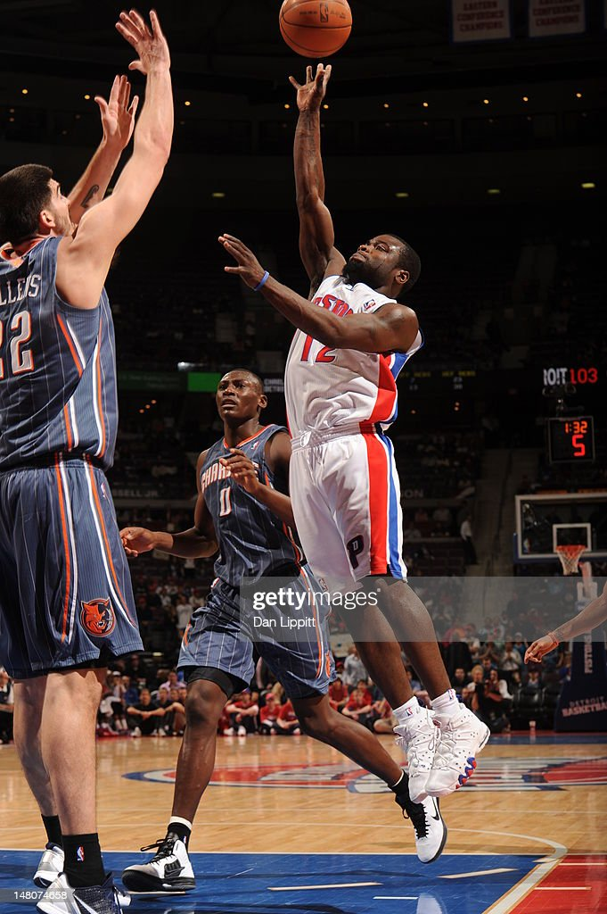 <a gi-track='captionPersonalityLinkClicked' href=/galleries/search?phrase=Will+Bynum&family=editorial&specificpeople=212891 ng-click='$event.stopPropagation()'>Will Bynum</a> #12 of the Detroit Pistons drives to the basket against the Charlotte Bobcats during the game on March 31, 2012 at The Palace of Auburn Hills in Auburn Hills, Michigan.