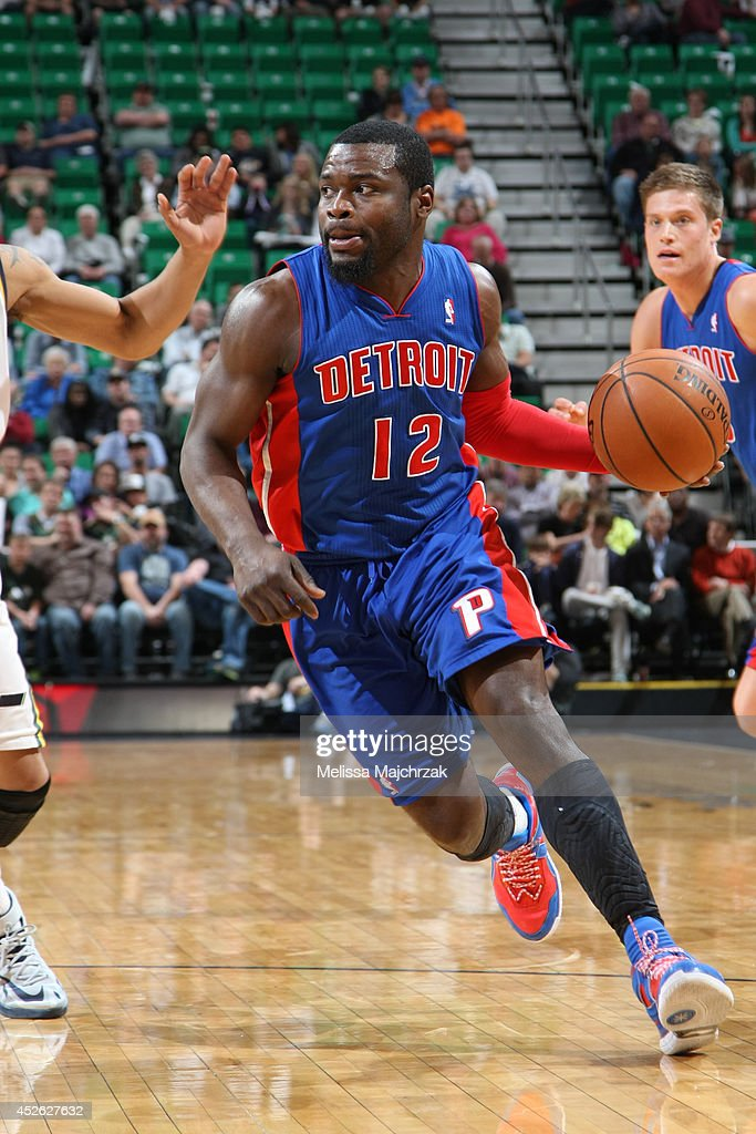 Will Bynum #12 of the Detroit Pistons handles the ball against the Utah Jazz at EnergySolutions Arena on March 24, 2014 in Salt Lake City, Utah.