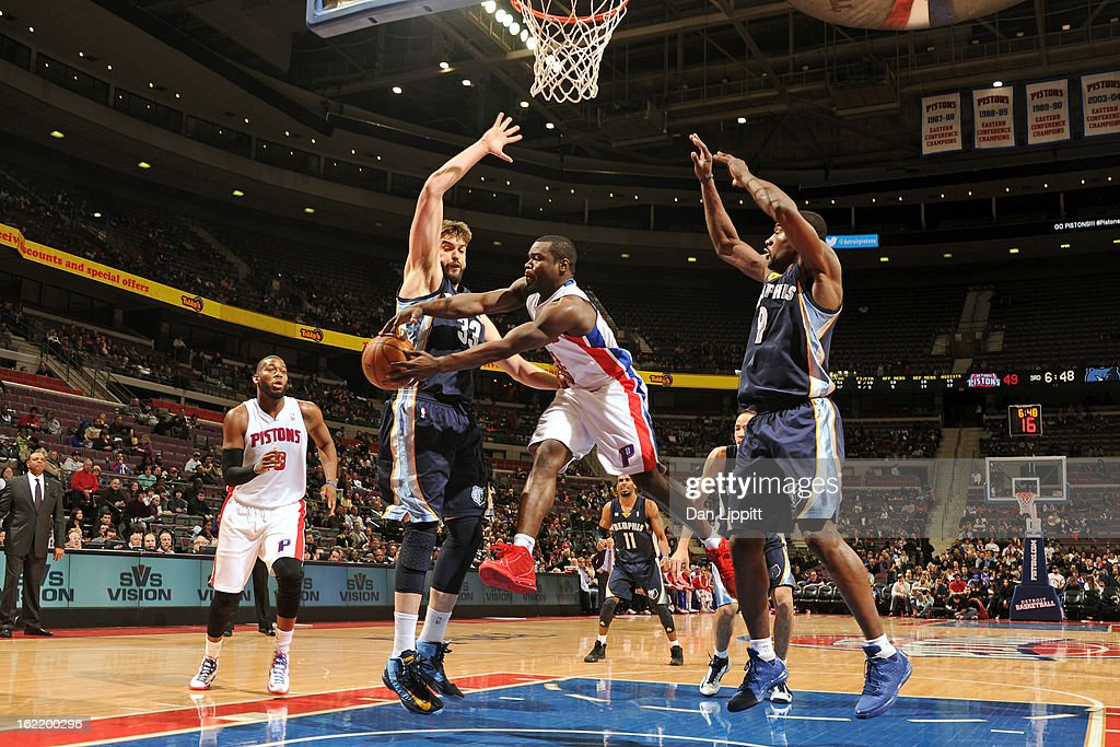<a gi-track='captionPersonalityLinkClicked' href=/galleries/search?phrase=Will+Bynum&family=editorial&specificpeople=212891 ng-click='$event.stopPropagation()'>Will Bynum</a> #12 of the Detroit Pistons makes a pass against <a gi-track='captionPersonalityLinkClicked' href=/galleries/search?phrase=Marc+Gasol&family=editorial&specificpeople=661205 ng-click='$event.stopPropagation()'>Marc Gasol</a> #33 of the Memphis Grizzlies on February 19, 2013 at The Palace of Auburn Hills in Auburn Hills, Michigan.