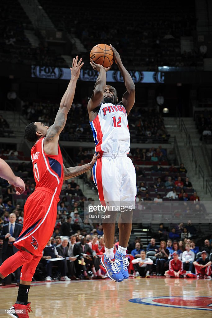 <a gi-track='captionPersonalityLinkClicked' href=/galleries/search?phrase=Will+Bynum&family=editorial&specificpeople=212891 ng-click='$event.stopPropagation()'>Will Bynum</a> #12 of the Detroit Pistons shoots against <a gi-track='captionPersonalityLinkClicked' href=/galleries/search?phrase=Jeff+Teague&family=editorial&specificpeople=4680498 ng-click='$event.stopPropagation()'>Jeff Teague</a> #0 of the Atlanta Hawks on January 4, 2013 at The Palace of Auburn Hills in Auburn Hills, Michigan.
