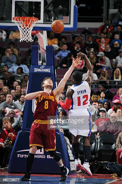 Will Bynum of the Detroit Pistons shoots against Matthew Dellavedova of the Cleveland Cavaliers on March 26 2014 at The Palace of Auburn Hills in...