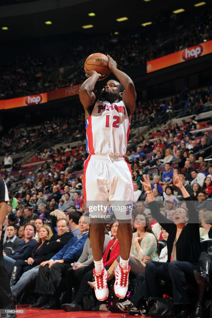 <a gi-track='captionPersonalityLinkClicked' href=/galleries/search?phrase=Will+Bynum&family=editorial&specificpeople=212891 ng-click='$event.stopPropagation()'>Will Bynum</a> #12 of the Detroit Pistons shoots against the Boston Celtics on January 20, 2013 at The Palace of Auburn Hills in Auburn Hills, Michigan.