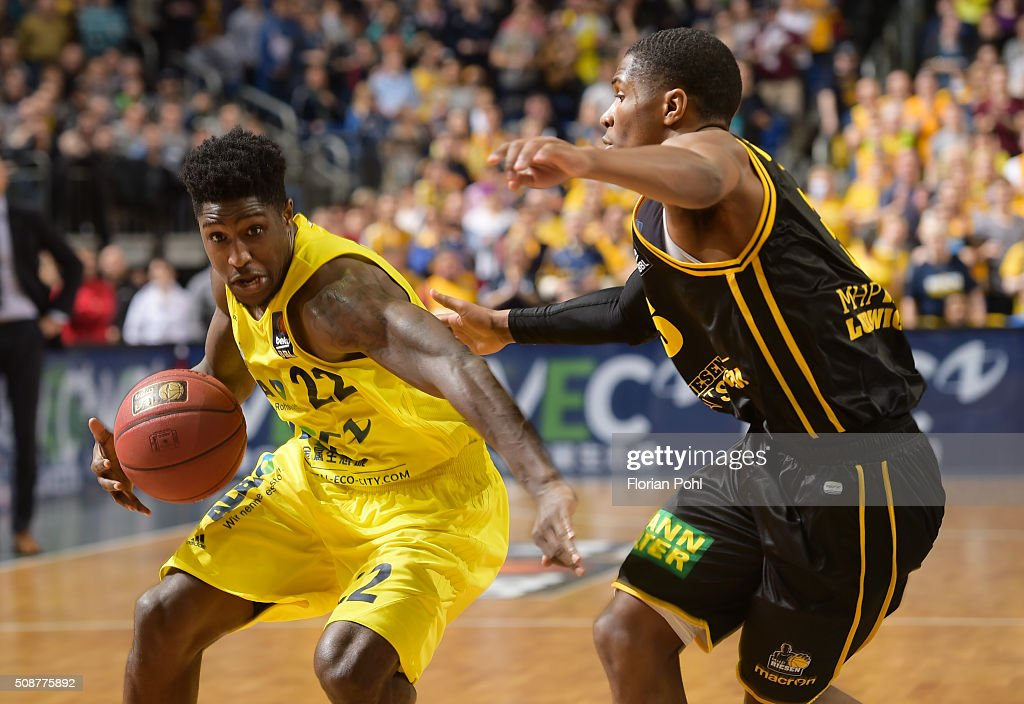 Will Cherry of ALBA Berlin and Kerron Johnson of the MHP Riesen Ludwigsburg during the game between Alba Berlin and the MHP Riesen Ludwigsburg on february 6, 2016 in Berlin, Germany.