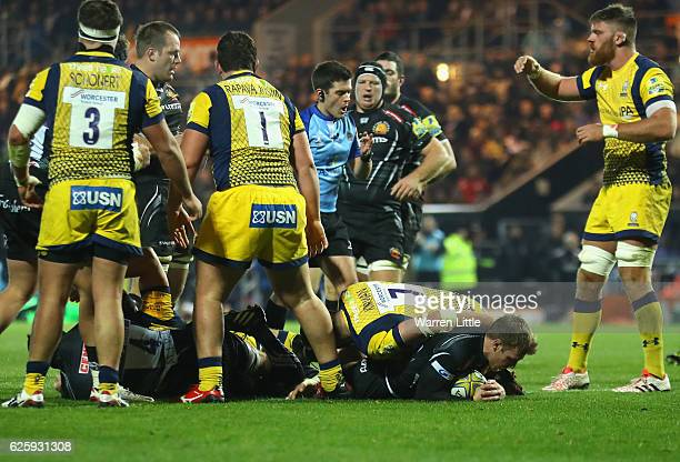 Will Chudley of Exeter Chiefs scores a try during the Aviva Premiership match between Exeter Chiefs and Worcester Warriors at Sandy Park on November...