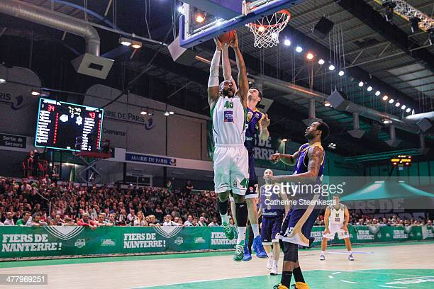 Will Daniels of Nanterre is at the basket against Darjus Lavrinovic and Dajuan Summers of Budivelnik Kiev during the game between JSF Nanterre and...