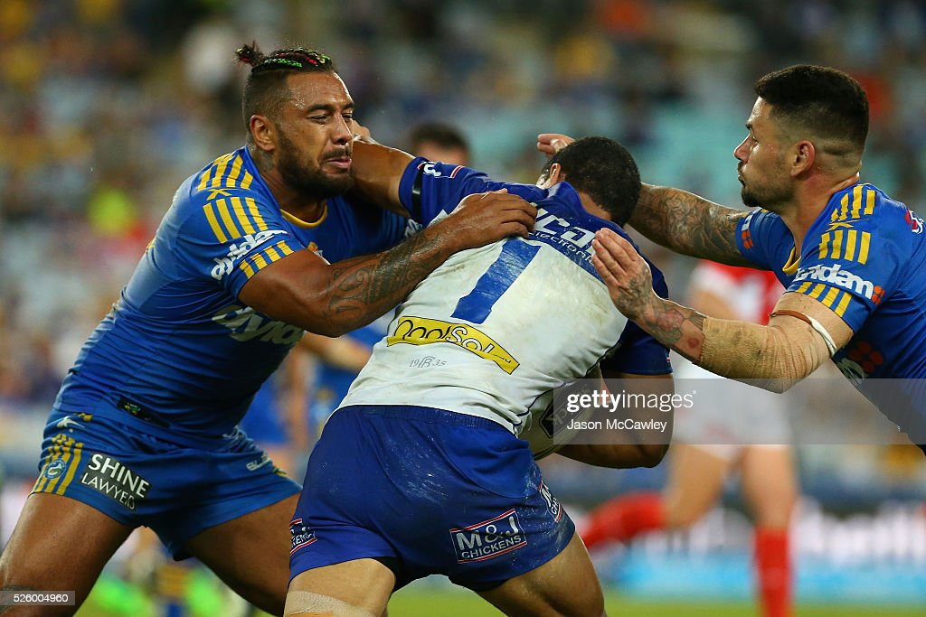 <a gi-track='captionPersonalityLinkClicked' href=/galleries/search?phrase=Will+Hopoate&family=editorial&specificpeople=6735149 ng-click='$event.stopPropagation()'>Will Hopoate</a> of the Bulldogs is tackled by Kenny Edwards and Nathan Peats of the Eels during the round nine NRL match between the Parramatta Eels and the Canterbury Bulldogs at ANZ Stadium on April 29, 2016 in Sydney, Australia.