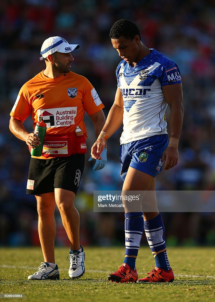 <a gi-track='captionPersonalityLinkClicked' href=/galleries/search?phrase=Will+Hopoate&family=editorial&specificpeople=6735149 ng-click='$event.stopPropagation()'>Will Hopoate</a> of the Bulldogs leaves the field injured during the NRL Trial match between the Canterbury Bulldogs and the Penrith Panthers at Pepper Stadium on February 13, 2016 in Sydney, Australia.