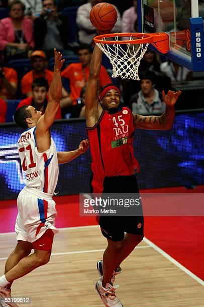 Will Macdonald of Tau Ceramica in action during the Euroleague Basketball Final Four game between Tau Ceramica vs CSKA Moscow at Palacio De Los...
