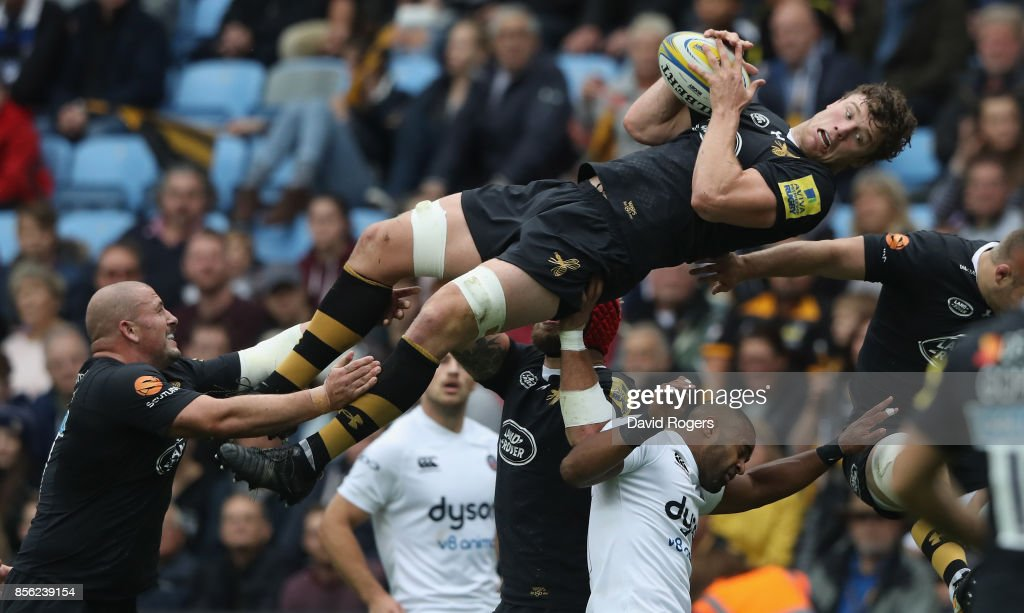 Will Rowlands of Wasps stretches for the drop out during the Aviva Premiership match between Wasps and Bath Rugby at The Ricoh Arena on October 1, 2017 in Coventry, England.