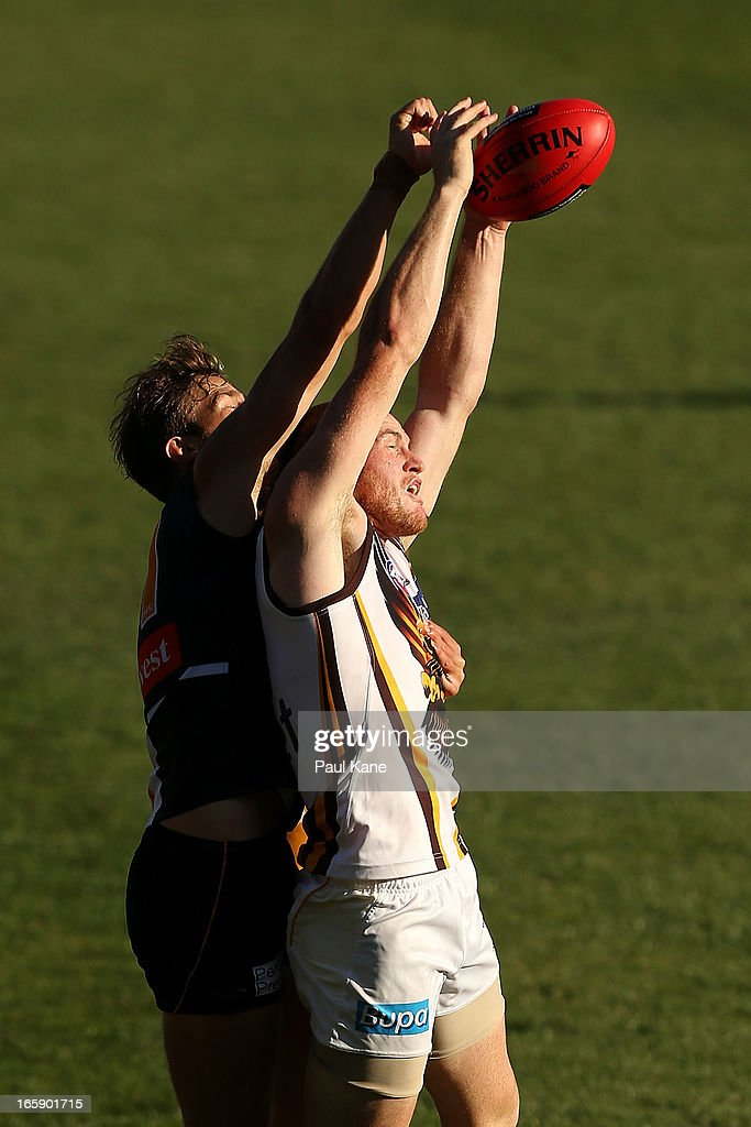 Will Schofield of the Eagles and <a gi-track='captionPersonalityLinkClicked' href=/galleries/search?phrase=Jarryd+Roughead&family=editorial&specificpeople=227104 ng-click='$event.stopPropagation()'>Jarryd Roughead</a> of the Hawks contest for a mark during the round two AFL match between the West Coast Eagles and the Hawthorn Hawks at Patersons Stadium on April 7, 2013 in Perth, Australia.