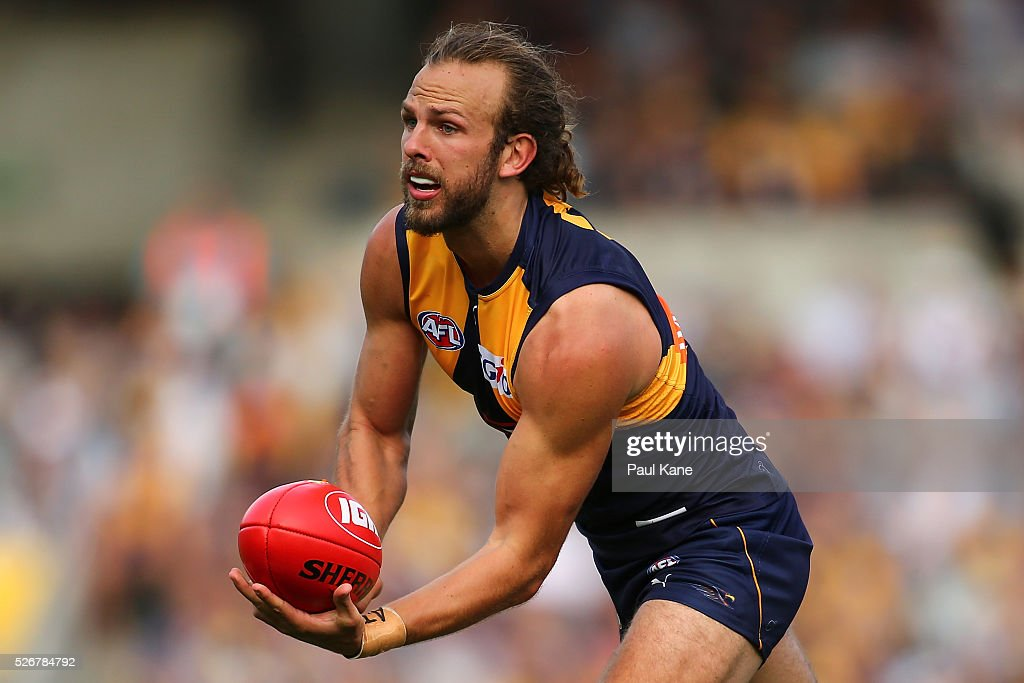 Will Schofield of the Eagles handballs during the round six AFL match between the West Coast Eagles and the Collingwood Magpies at Domain Stadium on May 1, 2016 in Perth, Australia.