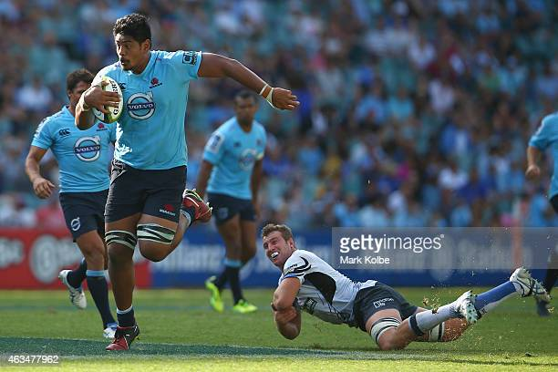 Will Skelton of the Waratahs makes a break during the round one Super Rugby match between the Waratahs and the Force at Allianz Stadium on February...