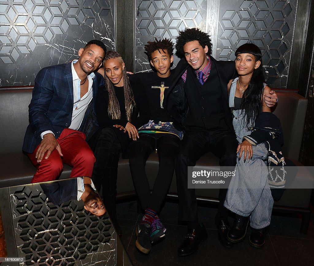 Will Smith, <a gi-track='captionPersonalityLinkClicked' href=/galleries/search?phrase=Jada+Pinkett+Smith&family=editorial&specificpeople=201837 ng-click='$event.stopPropagation()'>Jada Pinkett Smith</a>, <a gi-track='captionPersonalityLinkClicked' href=/galleries/search?phrase=Jaden+Smith&family=editorial&specificpeople=709174 ng-click='$event.stopPropagation()'>Jaden Smith</a>, <a gi-track='captionPersonalityLinkClicked' href=/galleries/search?phrase=Trey+Smith&family=editorial&specificpeople=1042458 ng-click='$event.stopPropagation()'>Trey Smith</a> and <a gi-track='captionPersonalityLinkClicked' href=/galleries/search?phrase=Willow+Smith&family=editorial&specificpeople=869488 ng-click='$event.stopPropagation()'>Willow Smith</a> celebrate <a gi-track='captionPersonalityLinkClicked' href=/galleries/search?phrase=Trey+Smith&family=editorial&specificpeople=1042458 ng-click='$event.stopPropagation()'>Trey Smith</a>'s 21st birthday with special dinner at Hakkasan Las Vegas at MGM Grand on November 10, 2013 in Las Vegas, Nevada.