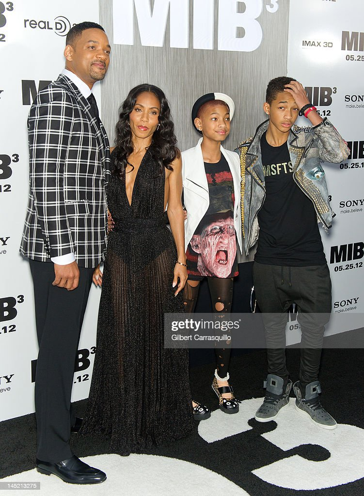 <a gi-track='captionPersonalityLinkClicked' href=/galleries/search?phrase=Will+Smith+-+Actor+-+Born+1968&family=editorial&specificpeople=156403 ng-click='$event.stopPropagation()'>Will Smith</a>, <a gi-track='captionPersonalityLinkClicked' href=/galleries/search?phrase=Jada+Pinkett+Smith&family=editorial&specificpeople=201837 ng-click='$event.stopPropagation()'>Jada Pinkett Smith</a>, <a gi-track='captionPersonalityLinkClicked' href=/galleries/search?phrase=Willow+Smith&family=editorial&specificpeople=869488 ng-click='$event.stopPropagation()'>Willow Smith</a> and <a gi-track='captionPersonalityLinkClicked' href=/galleries/search?phrase=Jaden+Smith&family=editorial&specificpeople=709174 ng-click='$event.stopPropagation()'>Jaden Smith</a> attend the 'Men In Black 3' New York premiere at the Ziegfeld Theatre on May 23, 2012 in New York City.